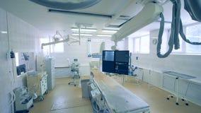 Ideia de uma sala da cirurgia com equipamento médico especial 4K filme
