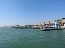 Ideia de Veneza, de Itália e de sua outra arquitetura do canal grande, dia claro fotografia de stock