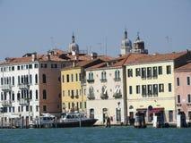 Ideia de Veneza, de Itália e de sua outra arquitetura do canal grande, dia claro imagem de stock royalty free