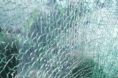 Ideia detalhada da textura de um vidro de janela quebrado e slivered do carro imagem de stock
