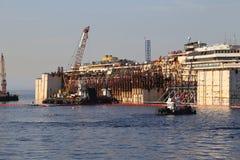 Ideia dianteira da destruição de Costa Concordia o 19 de julho de 2014 na ilha de Giglio, Itália Fotos de Stock Royalty Free