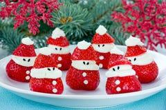 Ideia do alimento do divertimento do Natal - morango Santa Claus, saudável e de foto de stock