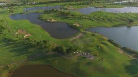 Ideia do campo de golfe alinhado árvore Fotografia de Stock