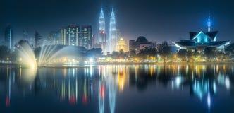 Ideia do cenário da noite da skyline de Kuala Lumpur Fotos de Stock Royalty Free