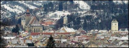 Ideia do centro em um dia de inverno, parte superior de Brasov da montanha de Romênia Tampa Imagem de Stock Royalty Free