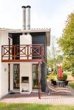 Ideia do exterior de uma casa moderna bonita imagens de stock