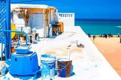Ideia do litoral do telhado de uma construção tradicional na cidade de Rabat, Marrocos imagem de stock royalty free