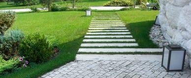 Ideia do lote do jardim, projeto da paisagem da propriedade Imagens de Stock