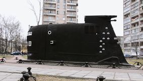 Ideia do modelo grande preto do tamanho do submarino Museu da frota Dia do outono edifícios video estoque