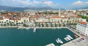 Ideia do passeio do porto e da frente marítima o 24 de julho de 2013 na separação, Croácia vídeos de arquivo