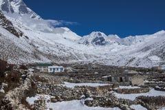 Ideia do pico da ilha na vila de Dingboche Fotos de Stock Royalty Free