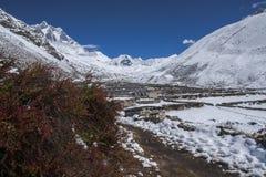 Ideia do pico da ilha na vila de Dingboche Imagens de Stock Royalty Free