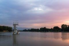 Ideia do por do sol de enfileirar o local de encontro na cidade de Plovdiv, Bulgária foto de stock