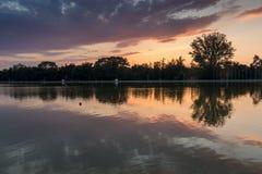 Ideia do por do sol de enfileirar o local de encontro na cidade de Plovdiv, Bulgária imagem de stock