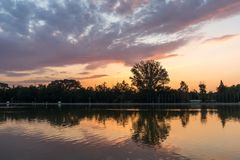Ideia do por do sol de enfileirar o local de encontro na cidade de Plovdiv, Bulgária fotos de stock