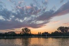 Ideia do por do sol de enfileirar o local de encontro na cidade de Plovdiv, Bulgária fotografia de stock