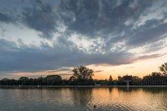 Ideia do por do sol de enfileirar o local de encontro na cidade de Plovdiv, Bulgária fotos de stock royalty free