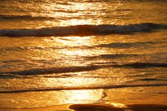 Ideia do por do sol nas ondas do Oceano Pacífico imagens de stock