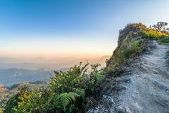 Ideia do qui Dao de Phu com as camadas de montanha em Chiang Rai, Tailândia fotografia de stock