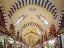 Ideia do teto arcado do bazar egípcio em Istambul na perspectiva fotografia de stock