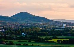 Ideia do Wrekin e da parte da cidade de Telford foto de stock