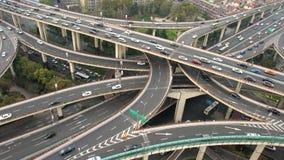 Ideia elevado da junção de estrada & da skyline empilhadas de Shanghai filme