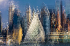 A ideia impressionista da skyline do Midtown de Manhattan, New York mostra ATRAVÉS de 57 ocidentais em 57th St 625 ocidental na p Fotos de Stock