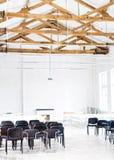 Ideia interior de uma estrutura de telhado de madeira fotografia de stock royalty free