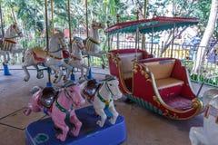Ideia interna do passeio do funfair do carrossel, Chennai, Índia, o 29 de janeiro de 2017 Fotografia de Stock Royalty Free