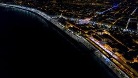 ideia 4K aérea do passeio de França da noite, da opinião agradáveis do mar Mediterrâneo e do aeroporto Panorame da noite da cidad filme