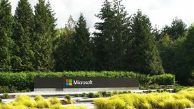Ideia larga do logotipo de Microsoft Windows e nome em seattle filme