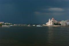 Ideia larga do parlamento húngaro em Budapest Foto de Stock Royalty Free