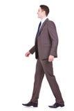 Ideia lateral de um passeio novo do homem de negócios imagens de stock