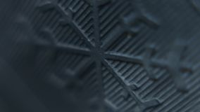 Ideia macro de um sinal do floco de neve do pneu do inverno filme