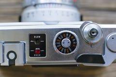 Ideia macro do AON dos controles de câmera uma câmera velha do filme fotografia de stock