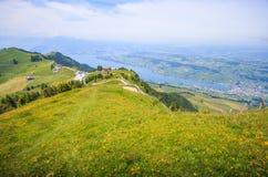 Ideia panorâmico da paisagem da lucerna do lago e das cordilheiras do ponto de vista de Rigi Kulm, lucerna, Suíça, Europa Imagens de Stock