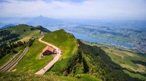 Ideia panorâmico da paisagem da lucerna do lago e das cordilheiras do ponto de vista de Rigi Kulm, lucerna, Suíça, Europa Imagens de Stock Royalty Free