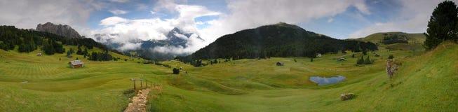 Ideia panorâmico dos picos das dolomites Fotos de Stock Royalty Free