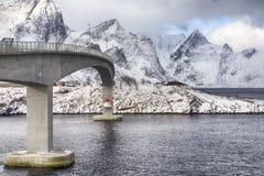 Ideia parcial da ascensão famosa e ponte ilustre de Fredvang em Noruega Imagem de Stock Royalty Free