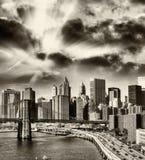 Ideia preto e branco da skyline do Lower Manhattan - New York, EUA imagens de stock royalty free