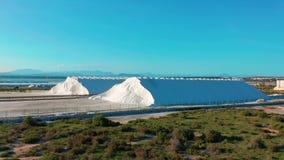 Ideia a?rea da extra??o industrial do sal no deserto, pilha do sal video estoque