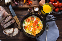 Ideia saudável da refeição matinal na tabela de madeira Imagens de Stock
