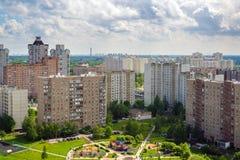Ideia superior da área do sono com o campo de jogos em Moscou, Rússia Fotografia de Stock