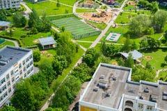Ideia superior da área do sono com o campo de jogos em Moscou, Rússia Imagem de Stock