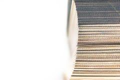 Ideia superior da borda dianteira, páginas fechados de um livro de capa dura marcado um endereço da Internet isolado no fundo bra imagens de stock royalty free
