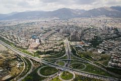 Ideia superior da capital iraniana Tehran imagens de stock