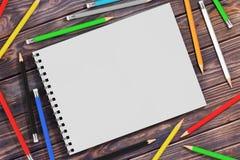 Ideia superior da tampa de papel espiral branca Art Book com P Multicolour Fotografia de Stock Royalty Free