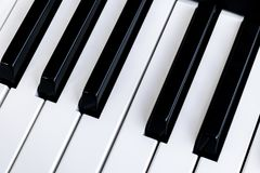 Ideia superior de chaves do piano Close-up de chaves do piano Ideia frontal próxima do viTop de chaves do piano Close-up de chave fotos de stock royalty free