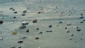 Ideia superior de flutuar muitos navios e barcos no mar Lapso de tempo tailândia Pattaya filme