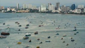 Ideia superior de flutuar muitos navios e barcos no mar Lapso de tempo tailândia Pattaya vídeos de arquivo